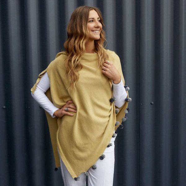 mustardpompomwrap_lifestyle